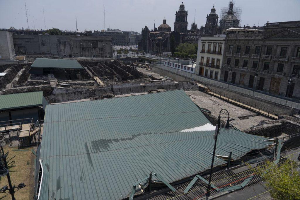 """Casa de las Águilas: los arqueólogos temen por los otros techos del Templo Mayor: """"El que cubre la pirámide está a punto de derrumbarse"""""""