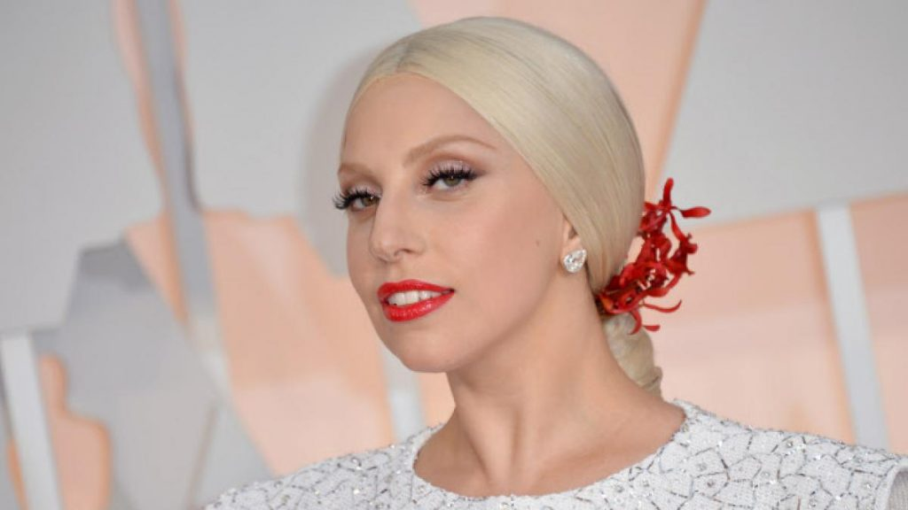 Cinco arrestados por asalto al paseador de perros de Lady Gaga, incluida una mujer que devolvía animales