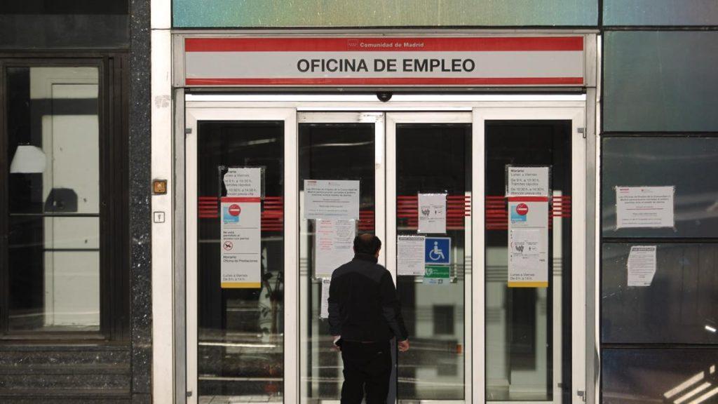 El desempleo cayó en 65.800 personas entre enero y marzo, la primera caída en un primer trimestre desde 2015