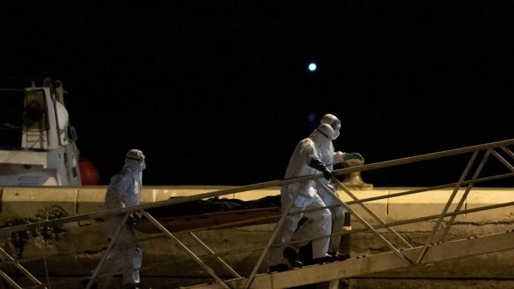 El número de muertos en la canoa hallada en Canarias el lunes es de 24, incluidos dos menores
