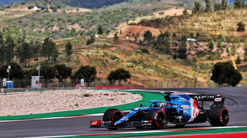 Fernando Alonso da un salto para acabar en el 'top 5' en los entrenamientos libres de Portimao