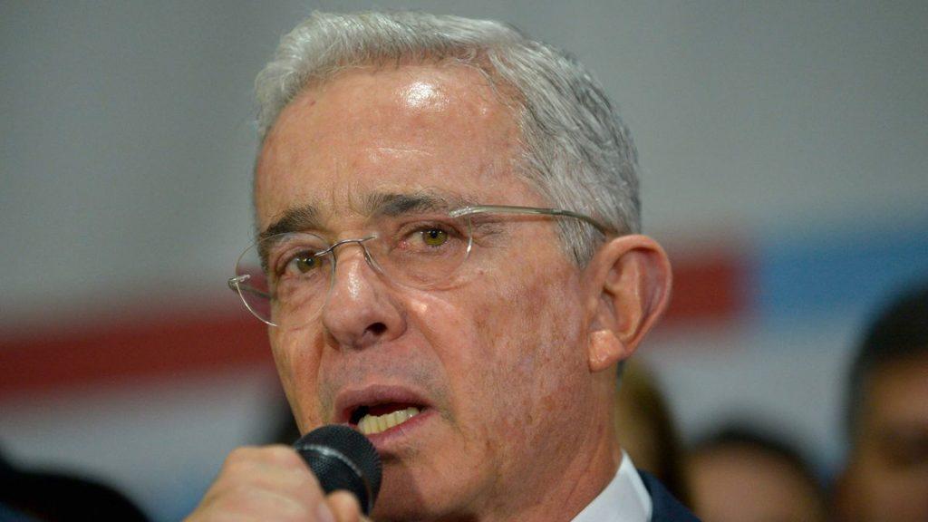 Iván Duque: Álvaro Uribe llama al ejército a utilizar armas en protestas en Colombia    Internacional