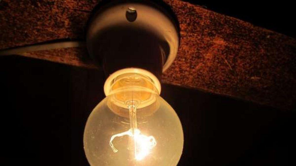 La factura de la luz se dispara para aumentar un 46% en abril, el más alto de la historia