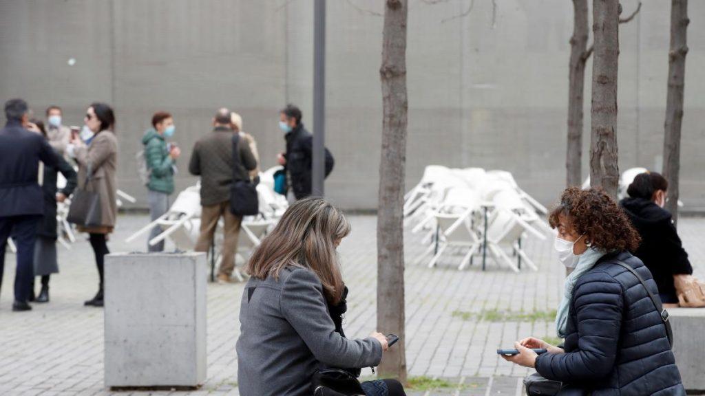 La incidencia es baja en España, pero ocho comunidades aún corren un alto riesgo de contraer coronavirus