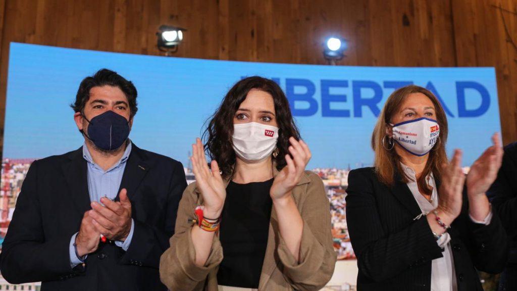 ¿Cuántos votos necesita Ayuso para conseguir la mayoría absoluta en la Asamblea de Madrid?
