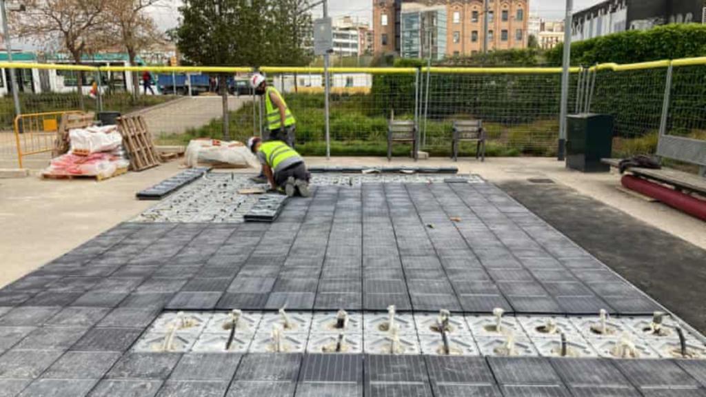 Barcelona es la primera ciudad española en instalar suelos solares