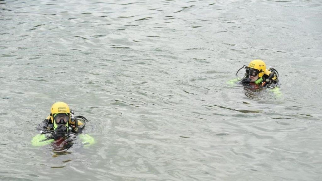 Bomberos suspenden la búsqueda submarina de niño desaparecido en el Ebro