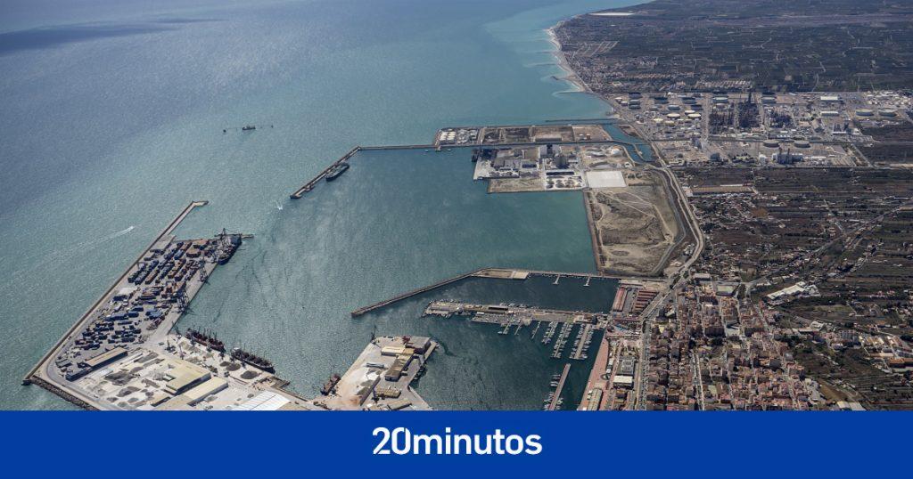 Buscan a dos personas desaparecidas tras volcar un barco en Castellón