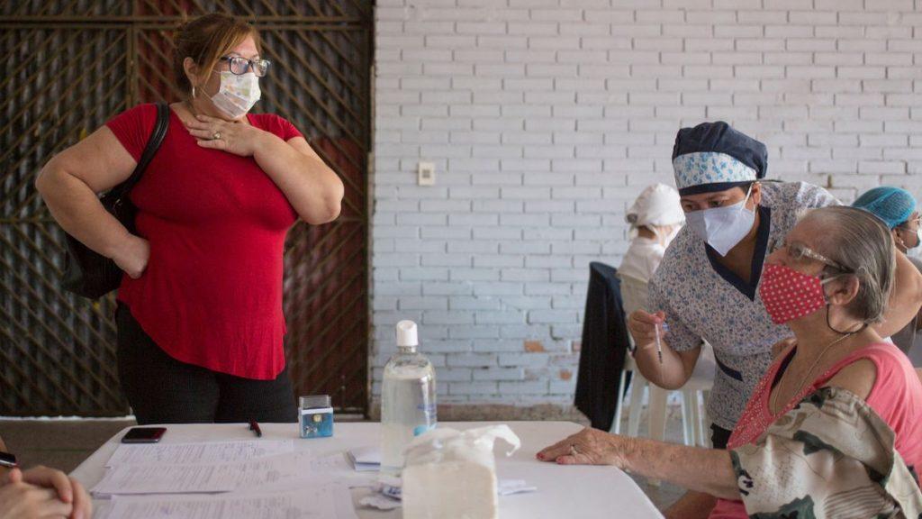 Coronavirus: Más de 500 personas vinculadas al poder se saltan la línea de vacunación en Paraguay |  Sociedad