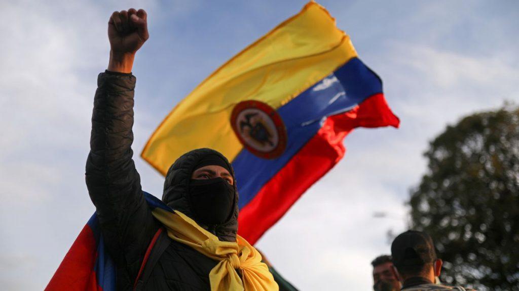 Crece la presión internacional para que Duque acabe con la violencia en Colombia    Internacional