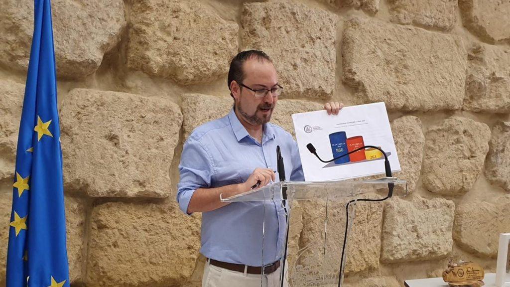 El alcalde de Podemos en Córdoba a dimitir tras ser detenido por encontrar 110 euros en un cajero y tomarse el tiempo para devolverlo
