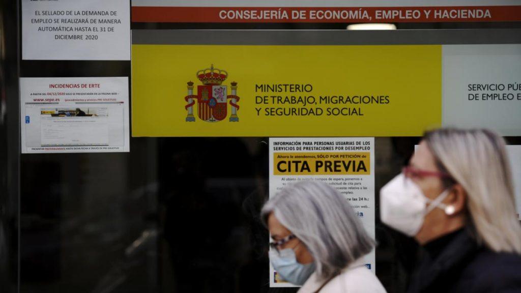 El desempleo cayó en 39.012 personas en abril, su mayor caída este mes en los últimos nueve años.