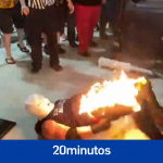 El espectáculo de lucha independiente termina con un 'luchador' convertido accidentalmente en una bola de fuego