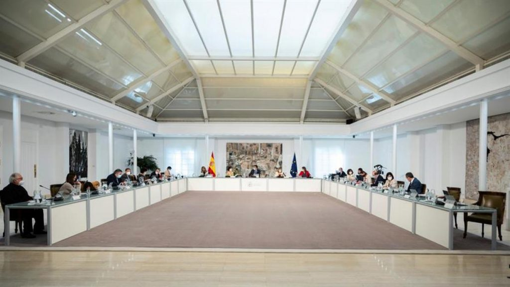 El último Consejo de Ministros sigue antes de que finalice el estado de alerta y se celebró durante las elecciones del 4-M