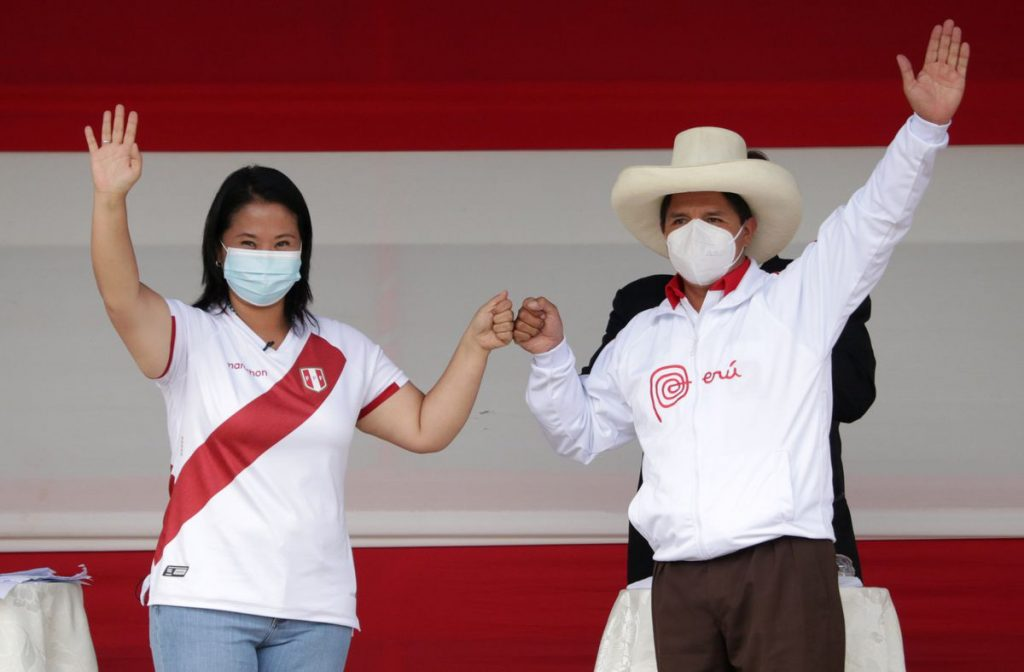Elecciones: Un debate improvisado en el Perú rural deja en duda a los peruanos |  Internacional