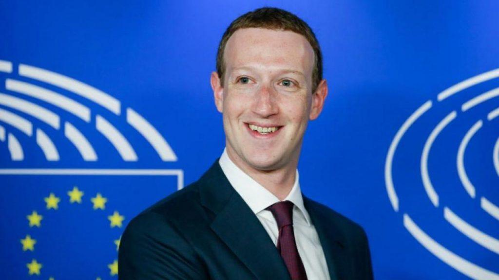 Facebook abandona la decisión de vetar a Trump de forma indefinida y la deja en manos de Mark Zuckerberg