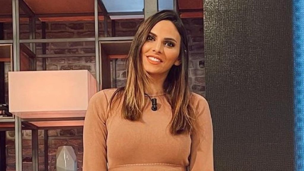"""Irene Rosales reaparece en 'Viva la vida' recuperándose de una operación de tórax: """"no puedo moverme mucho"""""""