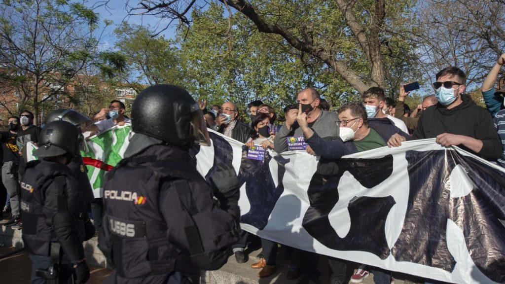 La Policía investiga ataques a escoltas de Iglesias en mitin de Vox en Vallecas y Podemos lo niega