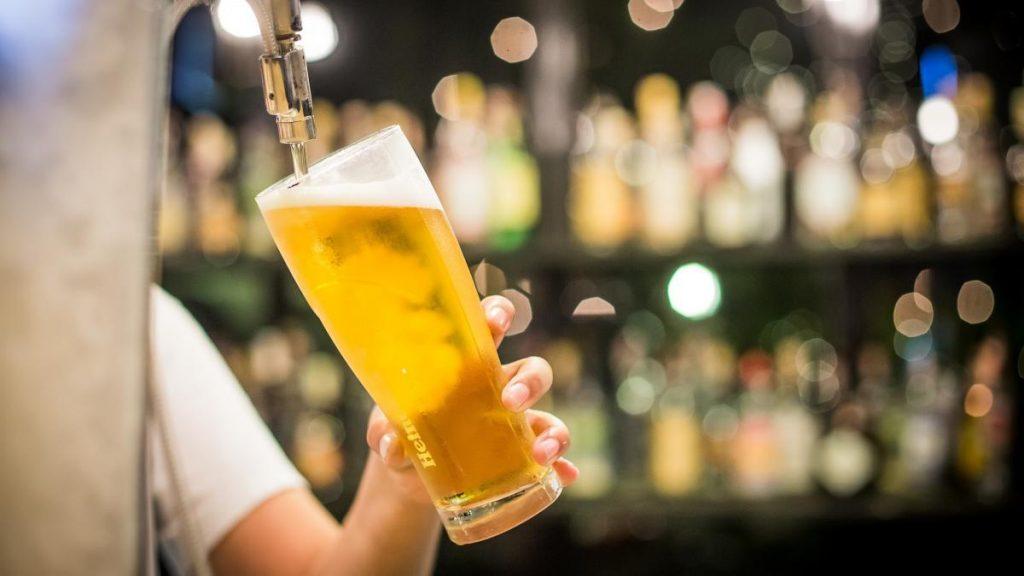 La cerveza del Reino Unido se agota en los pubs debido a la dramática demanda después del cierre