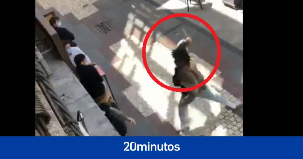 Las impactantes imágenes de un intento de apuñalamiento en una cervecería de La Coruña