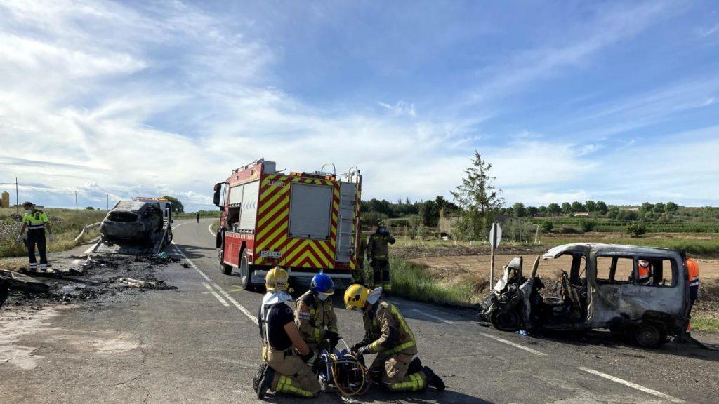 Los dos ocupantes de un coche mueren al chocar con una furgoneta en Lleida