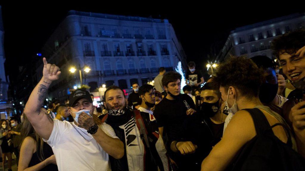 Madrid y Barcelona salen a la calle para celebrar el fin del estado de alarma y el desalojo policial de Sol