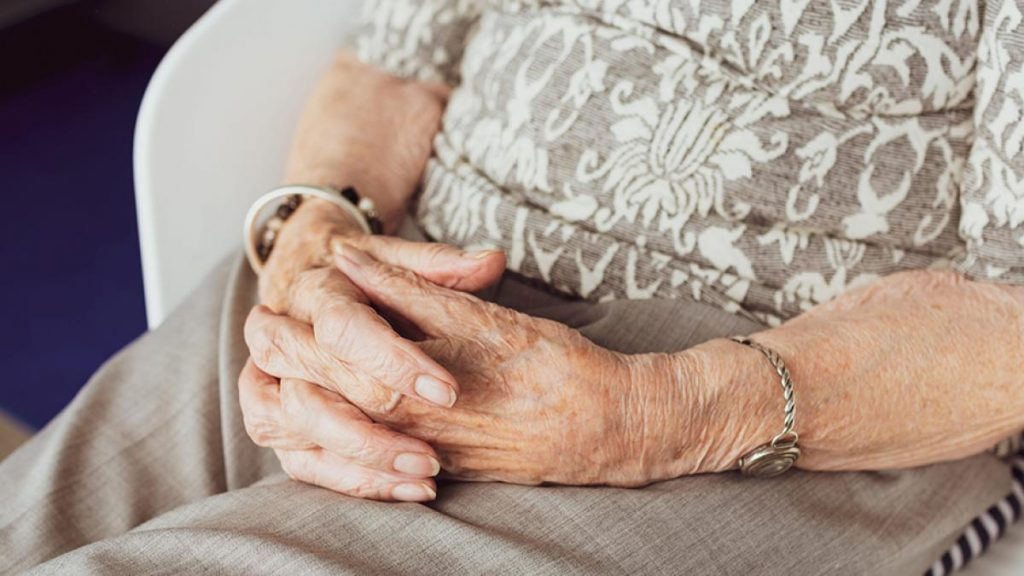 Muere anciana en la residencia de Girona donde la mitad de los trabajadores se negaron a vacunarse