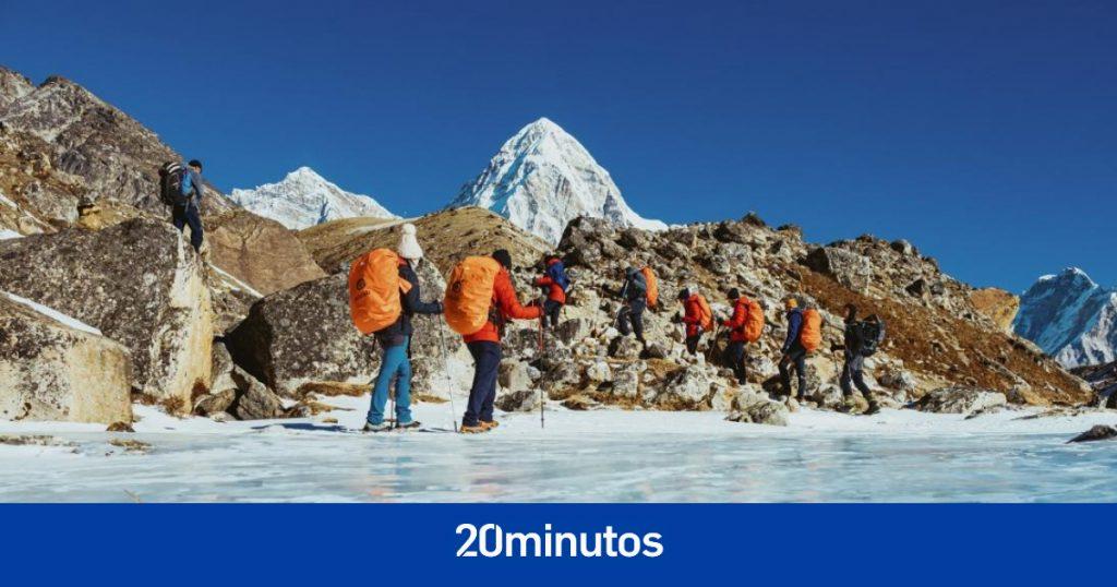 Nepal amplía las fechas de escalada del Everest con cientos de escaladores 'varados'