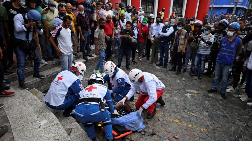 Protestas en Colombia: Fiscalía colombiana mata a dos manifestantes que bloquearon una carretera en Cali |  Internacional