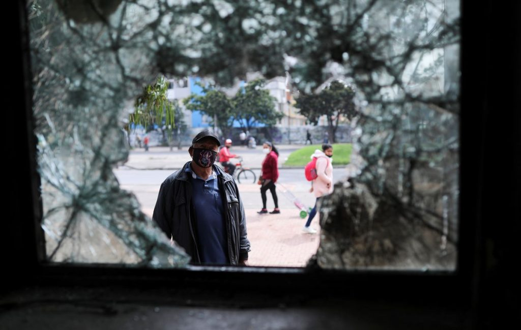 Reforma fiscal: Iván Duque se acerca a los manifestantes para poner fin a la violencia en las calles de Colombia |  Internacional