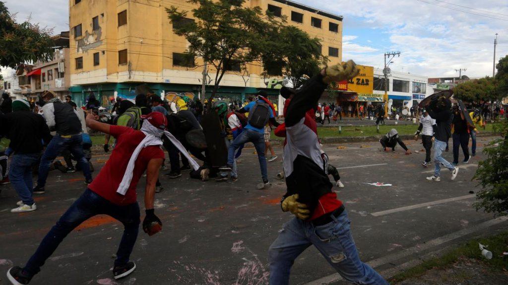 Reforma tributaria fallida del gobierno colombiano provoca violencia extrema en las calles: ya hay 19 muertos