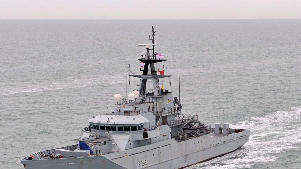 Reino Unido envía dos lanchas patrulleras a la isla de Jersey por la disputa de pesca posterior al Brexit con Francia