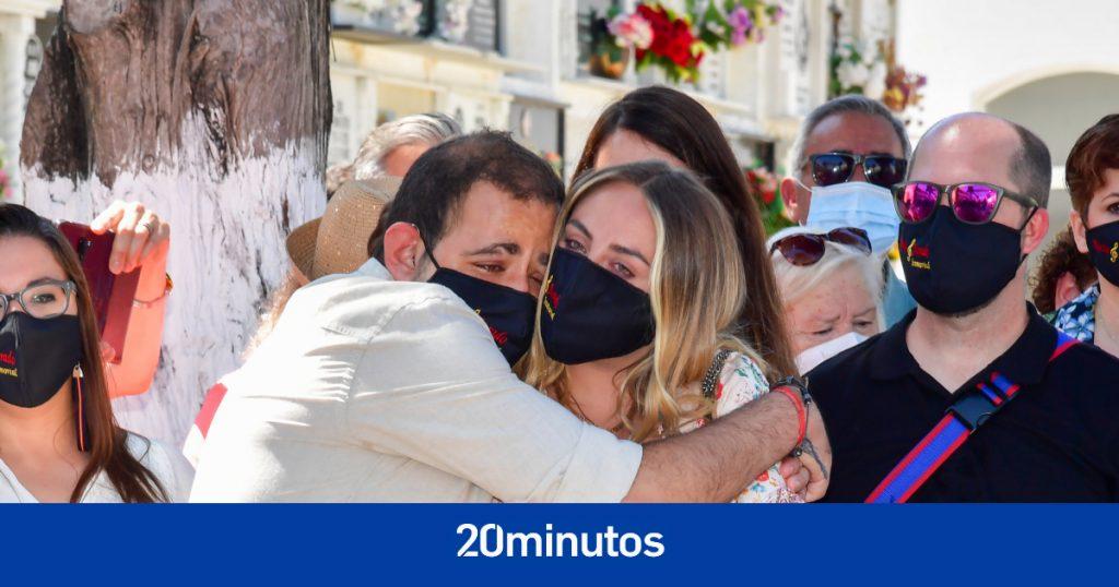 Rocío y David Flores rompen a llorar ante el homenaje a su abuela, Rocío Jurado
