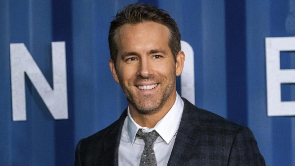 Ryan Reynolds comparte cómo mamá 'sexteó' con su hermano después de beber media botella de gin tonic