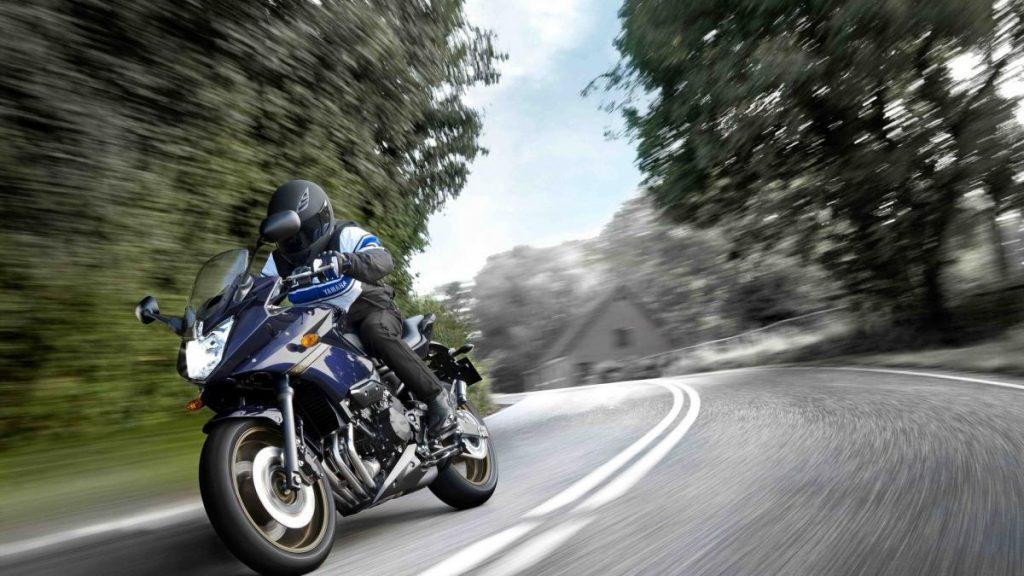 Todos los cambios propuestos por el sector de la motocicleta a las reformas del código de circulación: móvil no, intercomunicadores si