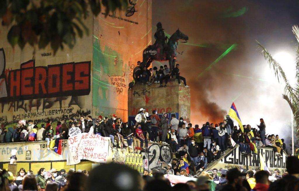 Un mes de protestas y más de 50 muertos.  ¿A qué está respondiendo el malestar en Colombia?     Ideas
