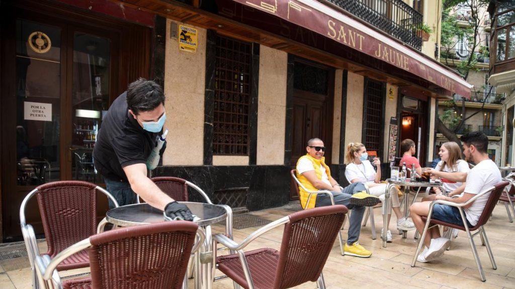 Valencia suspende la tarifa de mesas y sillas en terrazas también en el segundo semestre de 2021