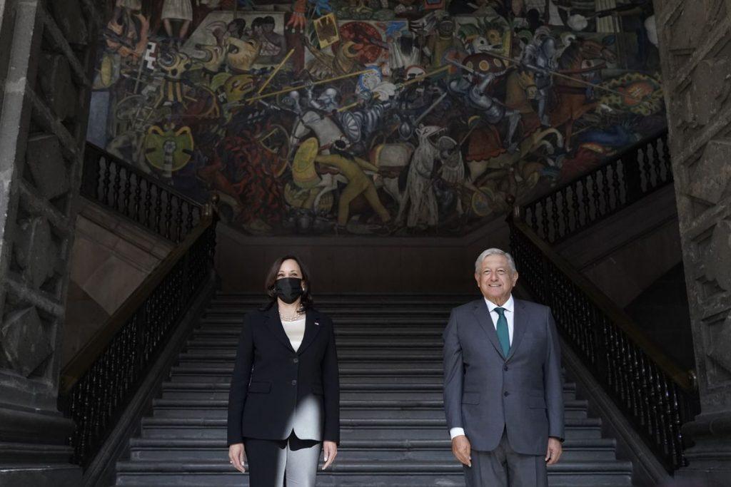 Estados Unidos: Kamala Harris y López Obrador se comprometen a mejorar las condiciones en Centroamérica para frenar la migración