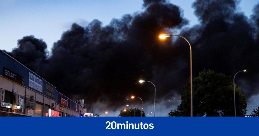 Un incendio en un almacén de productos químicos se propaga y obliga a la evacuación de todo un polígono en Yuncos (Toledo)