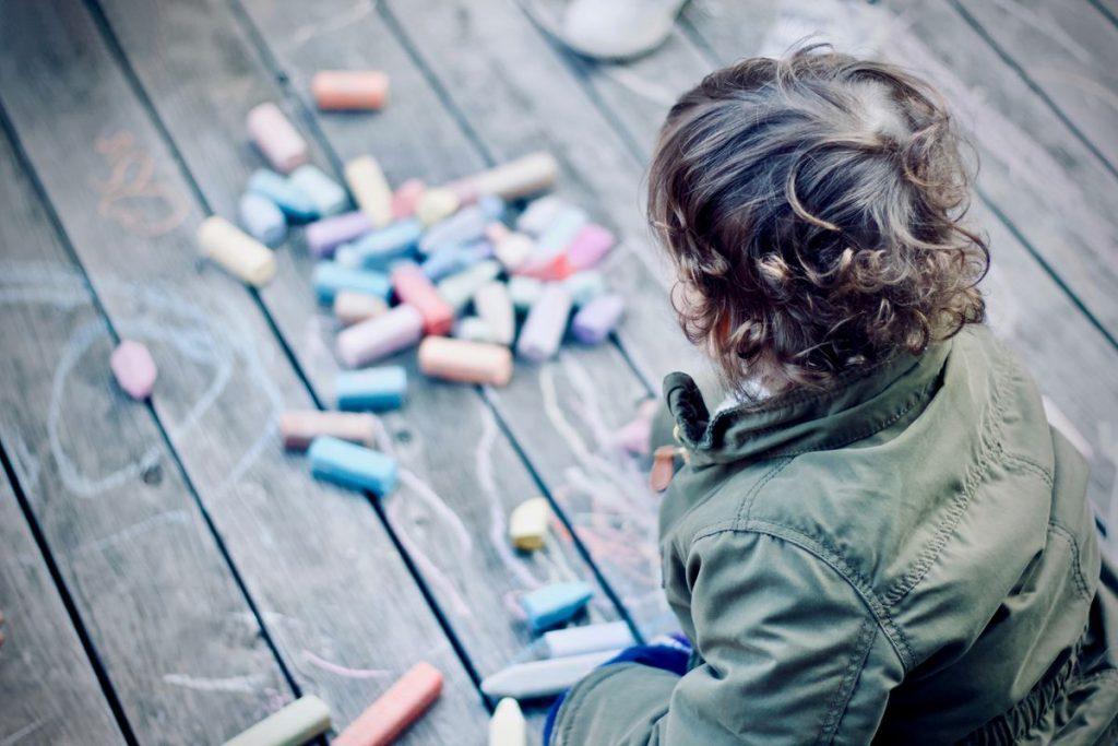 ¿Cómo afecta incluso el abuso menor al cerebro de los niños?     Expertos    Mamás y papás