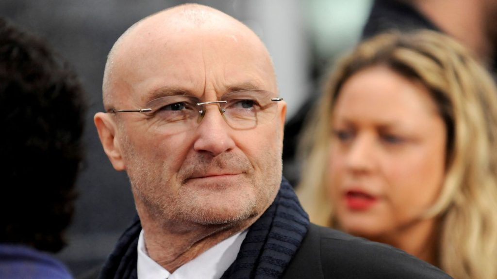 Phil Collins admite que ya no tiene fuerzas para sostener los palillos debido a un problema de salud |  gente