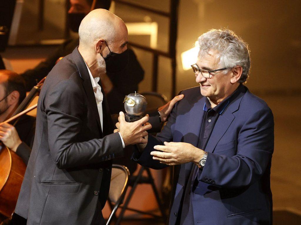 Alfredo Sanzol y Asun Noales triunfan en los Premios Max en gala vengativa y esperanzadora |  Cultura