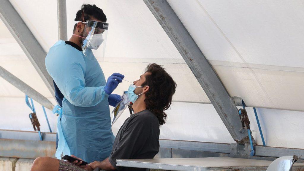Coronavirus: Últimas noticias sobre covid y vacunación, en directo    España a punto de alcanzar un bajo riesgo de contagio al reducir la incidencia a 50,9 casos    Sociedad
