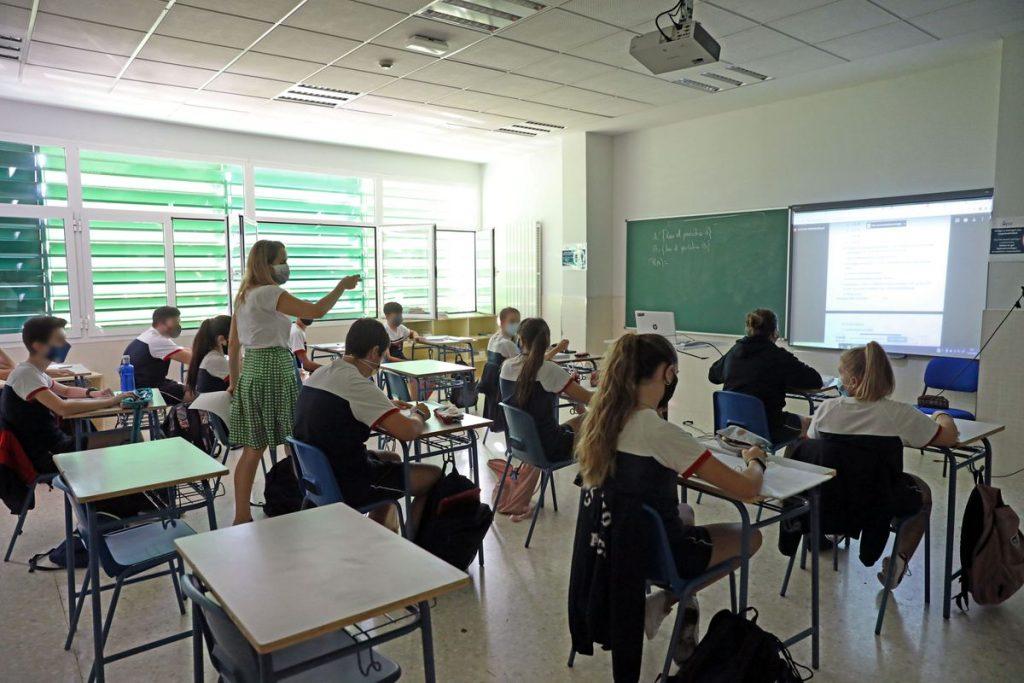 Hasta 202 euros al mes de media en Cataluña para estudiar en concierto: un informe denuncia las tasas obligatorias que deben pagar las familias |  Educación