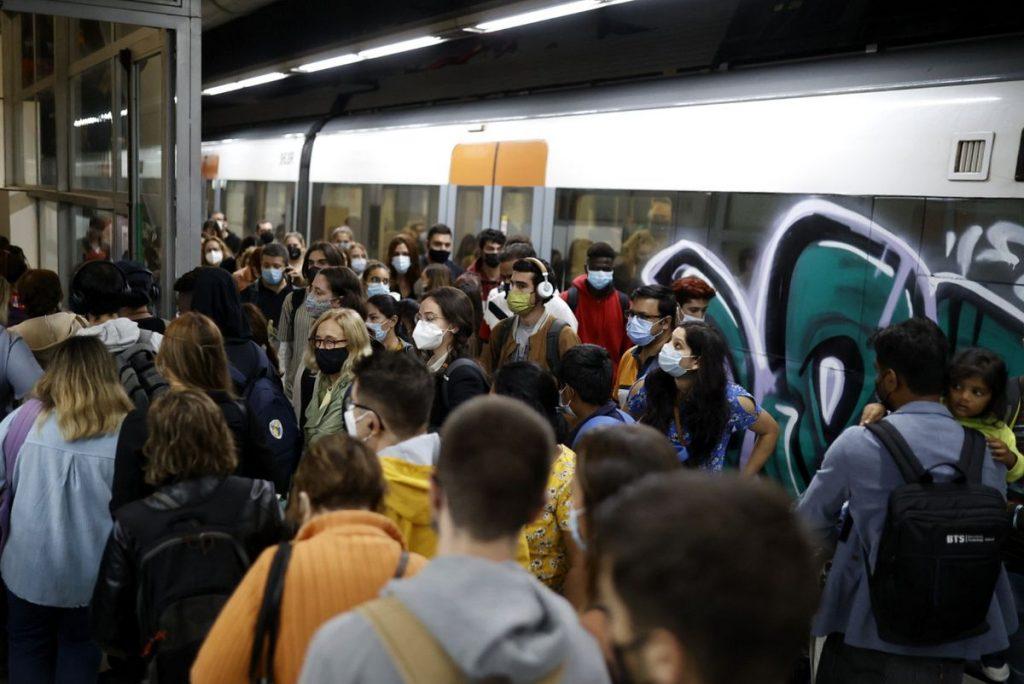 La lluvia y la huelga de Renfe colapsan las vías de acceso a Barcelona |  Cataluña