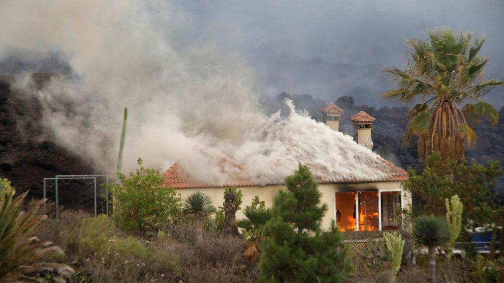 La mitad de las viviendas afectadas por el volcán de La Palma no están aseguradas |  Sociedad