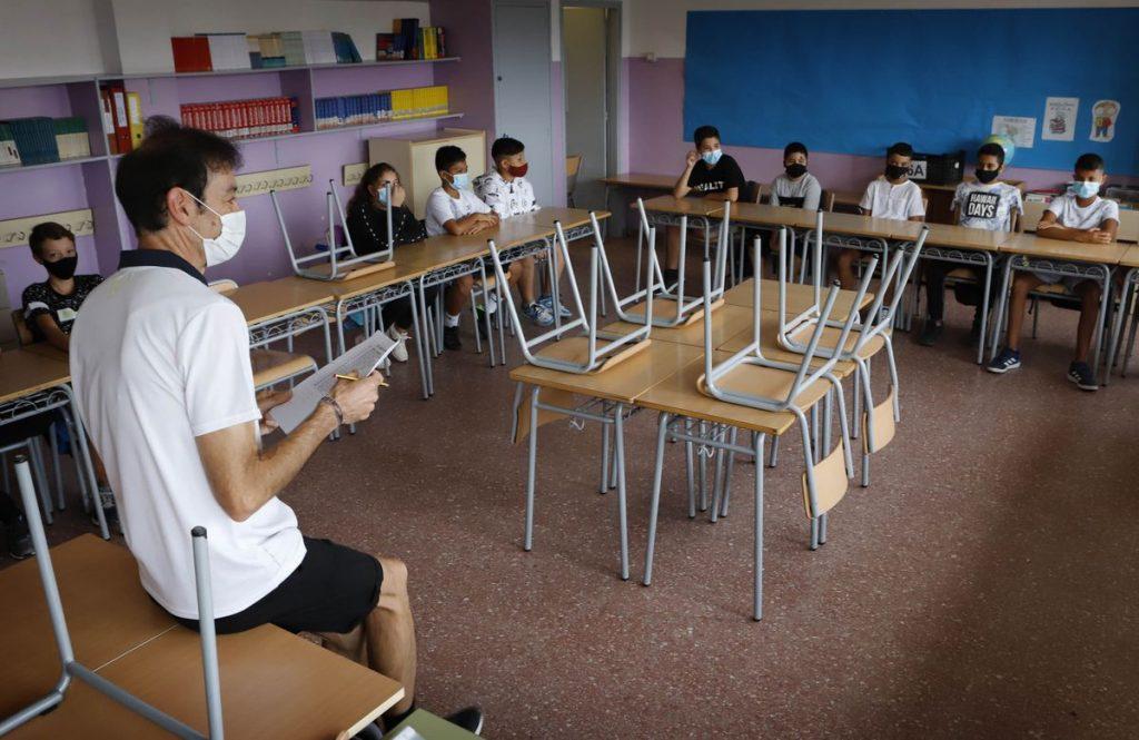 Las clases aguardan una mayor caída en la incidencia del coronavirus para que puedan dejar las máscaras    Educación