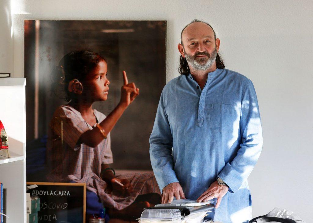 """Moncho Ferrer: """"En India, con la segunda oleada de covid, pasamos del miedo al infierno""""    Qué se mueve ...    Planeta futuro"""