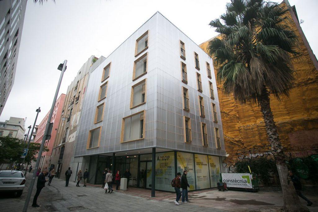 Nueva ley de vivienda prohibirá a las administraciones vender sus apartamentos sociales |  Economía