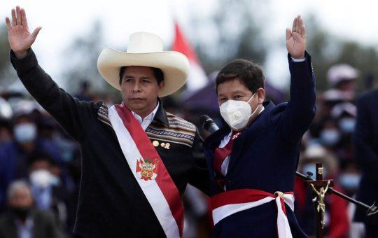 Pedro Castillo obliga a dimitir a su primer ministro Guido Bellido tras 69 días de gobierno en Perú    Internacional